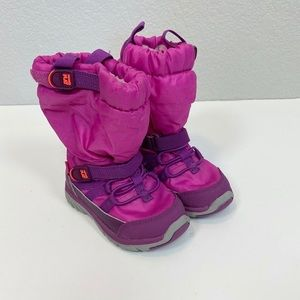 Stride Rite Made 2 Play Pink Snow Boots size 5.5